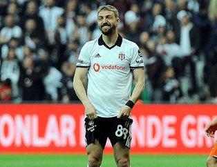Beşiktaşlı Caner Erkin'in ikizini görenler şaşırıp kaldı! Yolda görseniz kardeş sanırsınız...
