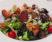 Cevizli, Rokfor Peynirli Mantar Salatası Tarifi