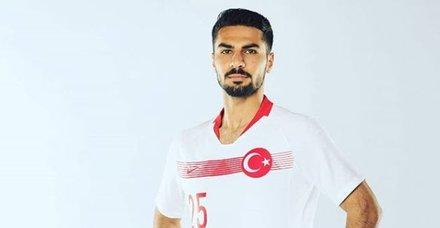 Milli futbolcu  Mehmet Zeki Çelik Fransa'da haftanın 11'ne 2.kez seçildi