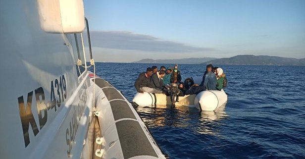 Türk kara sularına itilen 17 sığınmacı kurtarıldı