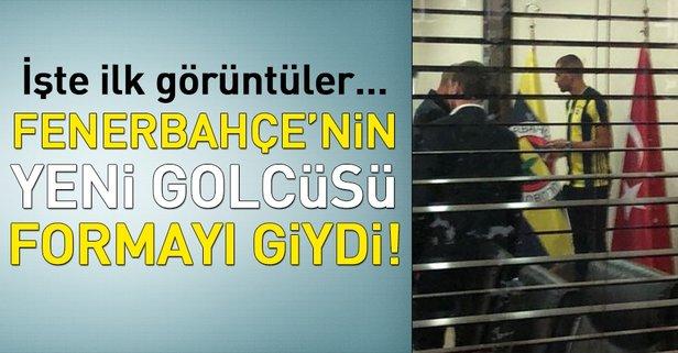 Fenerbahçe'nin yeni golcüsü formayı giydi!