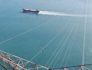 İstanbul Boğazı'nda ölüme meydan okuyorlar! 280 metre yükseklikte bakın ne yapıyorlar?