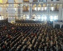 Çamlıca Camii'ne cuma namazı akını
