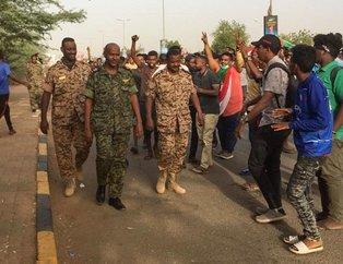 Sudan'daki darbede flaş gelişme! Genelkurmay Başkanlığı karargahında silah sesleri