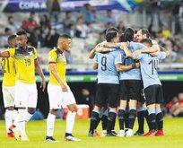 Uruguay farka koştu