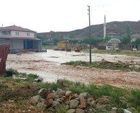 Kırıkkale'de sel! Ev ve iş yerleri zarar gördü