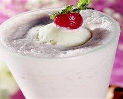 Vanilya ve Çilek Dondurmalı Milkshake Tarifi