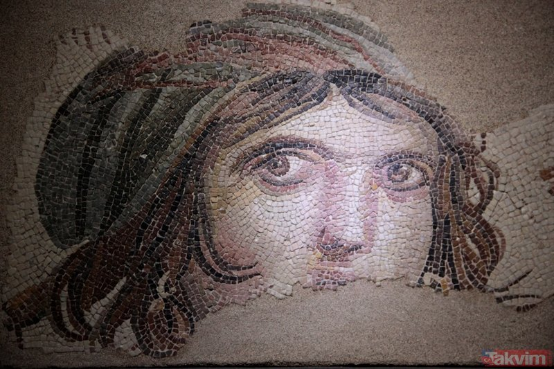 Çingene Kızı mozaiği törenle ziyarete açıldı