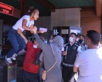 Eminönü vapurunda turnikeye çıkan kadın uçan tekme attı!
