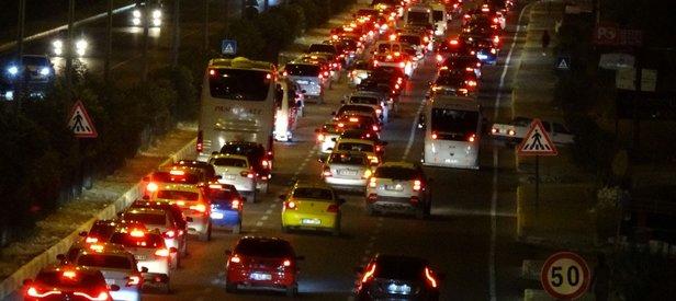 Bayram yoğunluğu! Edremit Körfezi'nde trafik durma noktasına geldi