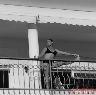 Hülya Avşar'ın balkonda verdiği bikinili poz olay oldu! Kaç yaşına gelmiş...