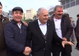 Binali Yıldırım Marmaray'da vatandaşlarla sohbet etti