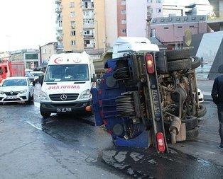 Beyoğlu'da temizlik kamyonu devrildi