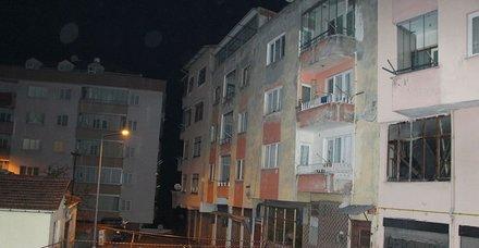 Son dakika: Trabzon'da 4 katlı bina çatlaklar nedeniyle boşaltıldı