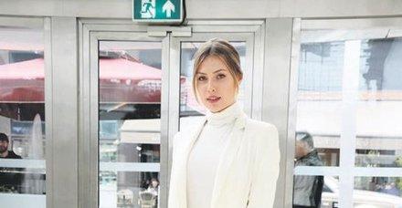 SerdarOrtaç'ın İrlandalı eşi Chloe Loughnan, İstinyePark'taydı