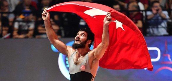 Avrupa Güreş Şampiyonası'nda 74 kiloda Soner Demirtaş, finalde Fransız Zelimkhan Khadjiev'i yenerek üst üste 3. Avrupa şampiyonluğunu, 125 kiloda Taha Akgül de finalde Gürcü Geno Petriashvili'yi yenerek 6. Avrupa Şampiyonluğunu ilan etti