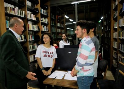 Cumhurbaşkanı Erdoğan Zeytinburnu Şehir Kütüphanesini ziyaret etti