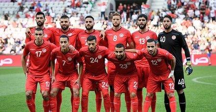 Tunuslu futbolculardan iftar taktiği! Maç esnasında oruçlarını bakın nasıl açmışlar