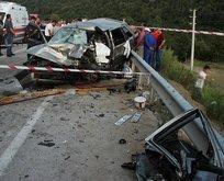 Düzce'de feci kaza! İki otomobil çarpıştı