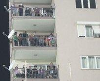 Taraftarlar balkondan takip etti!