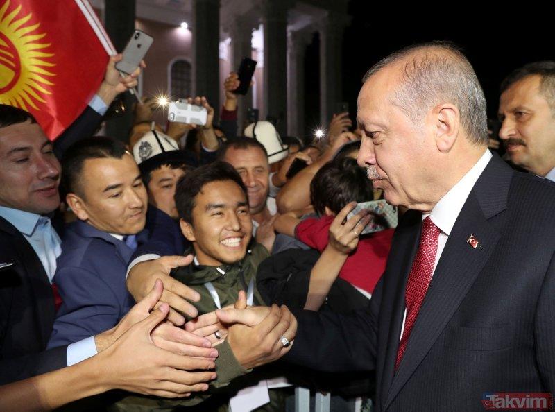 Cumhurbaşkanı Erdoğan, Kırgızistanda yoğun sevgi gösterisiyle karşılandı