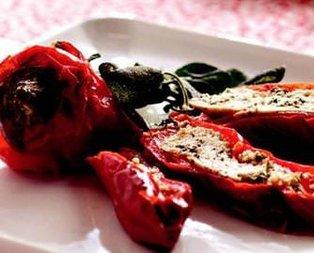 Lor Peynirli Kırmızı Biber Dolması Tarifi