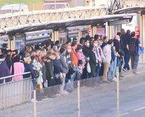 Metrobüs durakları tıklım tıklım!