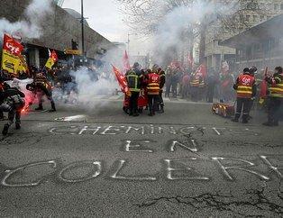 Fransa'da göstericiler yine sokaklara döküldü!