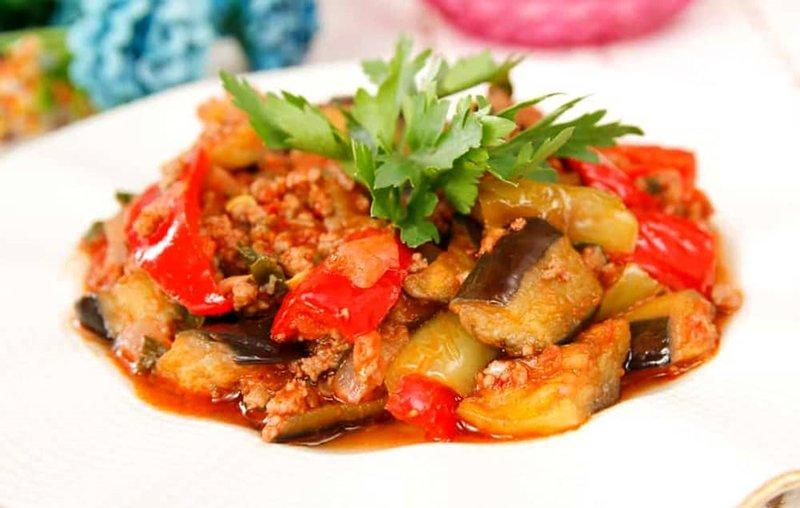 Patlıcan musakka nasıl yapılır? Pratik ve lezzetli patlıcan musakka tarifi