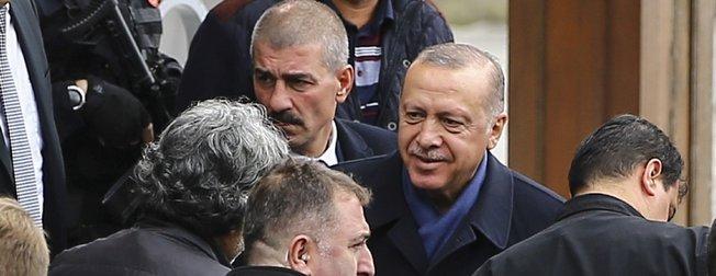 Başkan Erdoğan cuma namazını Kerem Aydınlar Camisi'nde kıldı