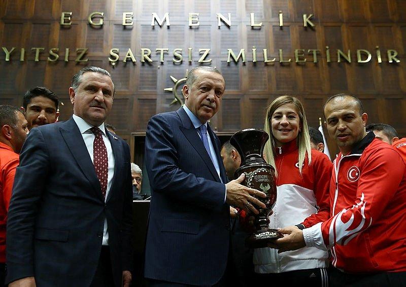 Cumhurbaşkanı Erdoğan, milli güreşçileri kabul etti