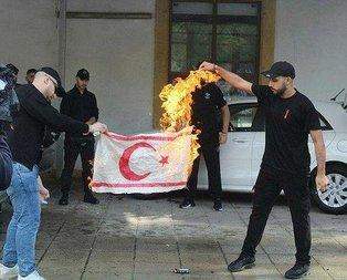 Bayrak yakan Rumlar'a tepki