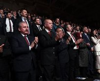 Başkan o gösteriyi ayakta izledi