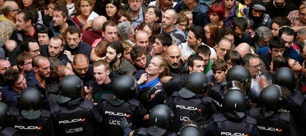 İspanya Katalonya'nın özerkliğini askıya alıyor!