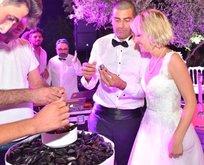 Ünlü çift evlendi! Düğünde pasta yerine mide dolma servis edildi