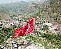 Kato Dağı'na dev Türk bayrağı dikildi