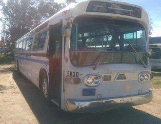1966 model hurda otobüsü restore edip eve dönüştürdü