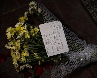 James Gustaf Edward Le Mesurier'in ofisinin önüne 'ailesi adına' çiçek bırakıldı