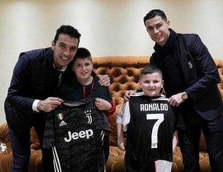 Juventuslu yıldızları Cristiano Ronaldo ve Gianluigi Buffon depremden kurtulan çocukları ziyaret etti