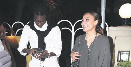 Kıbrıslı şarkıcı Ziynet Sali, Galatasaray'ın eski yıldızı Bafetimbi Gomis ile Etiler'de rastlaştı