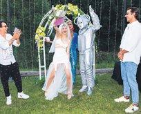 Kır düğünü yaptı, robotla evlendi
