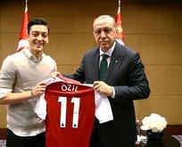 Mesut Özil'den büyük yardım