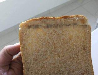 Sosyal medyada bu fotoğraf olay yarattı! Aldığı tost ekmeğini açınca...