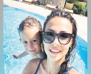 Eski manken Derya Çavuşoğlu'ndan havuz selfiesi