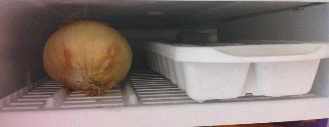 Soğanı buzluğa koyarsak ne olur? İşte mutfakta çok işinize yarayacak 10 püf nokta