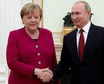 Putin ve Merkel'den kritik temas
