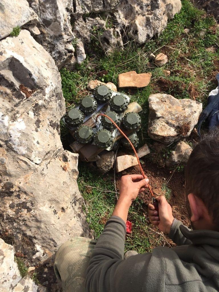 Afrin'de yasaklı anti-personel mayınları