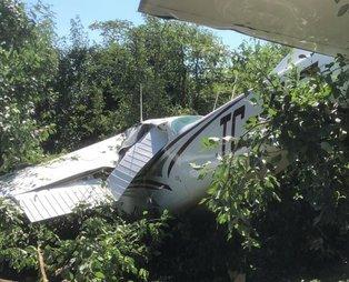 Son dakika: Bursa'da Cesna 172 tipi eğitim uçağı meyve bahçesine mecburi iniş yaptı! Kaza yerinden sıcak görüntüler