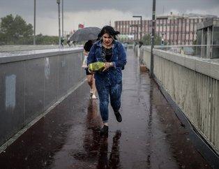 İstanbul'da sağanak yağıştan manzaralar
