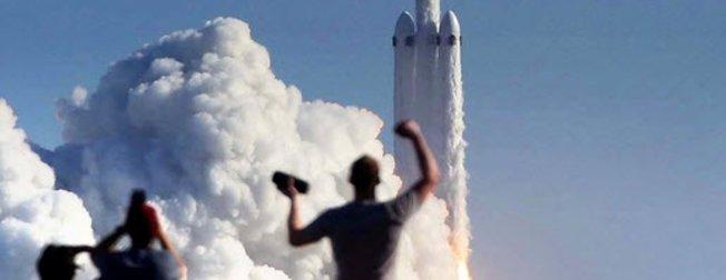 Falcon Heavy fırlatıldı... Mars'a yolculuk başladı